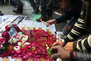 delhi_protests_petals_295
