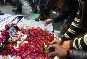 delhi_protests_petals_295